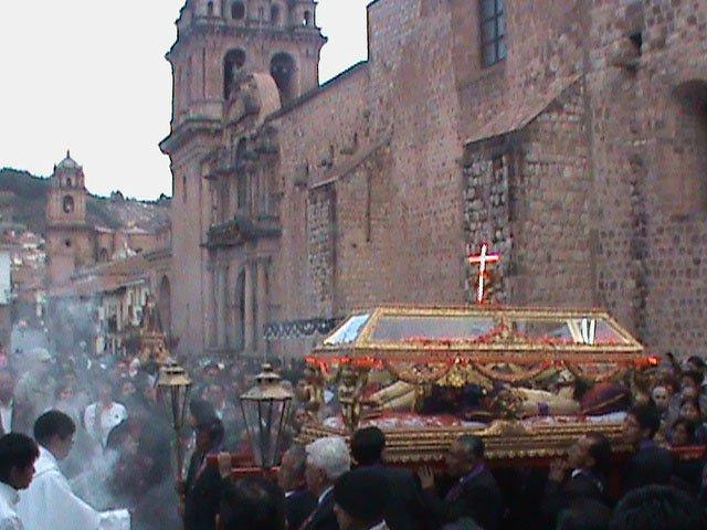 El Cristo del Santo Sepulcro, en Cusco. Semana Santa en Peru