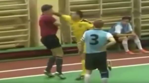 La reacción de un jugador de futsal de Rusia