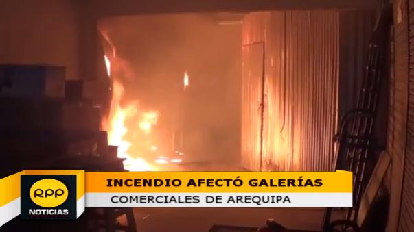 El incendio inició a las dos de la mañana por causas aún desconocidas.