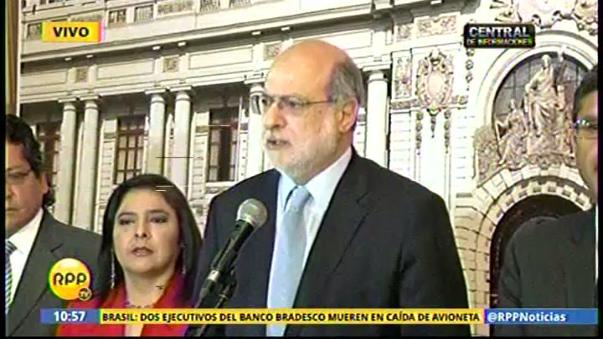Abugattás presidió conferencia de prensa del nacionalismo.