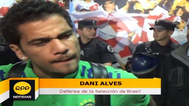 Danie Alves le tiene mucho respeto a la Selección Peruana.