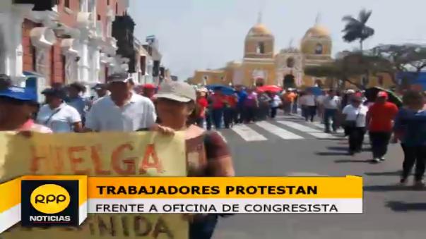 Protestan trabajadores de la Universidad Nacional de Trujillo