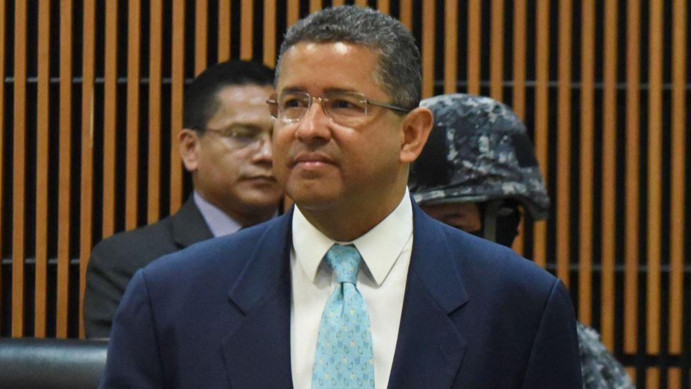 Flores fue acusado en 2014 de apropiarse de 5 millones de dólares.