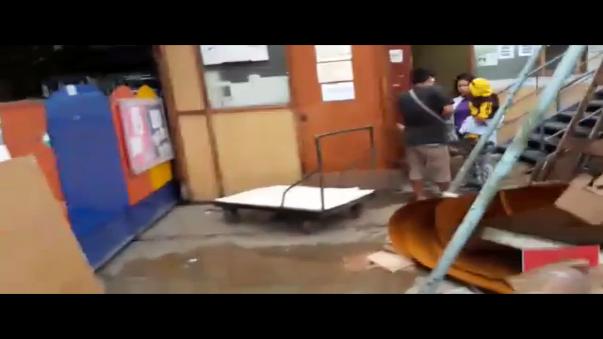 El video muestra la deplorable condición en la que se encuentran los servicios higiénicos y consultorios que habrían sido habilitados en dicho espacio desde hace dos años.