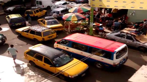 La tarifa de los pasajes en las combis y en taxis subió el 50%.