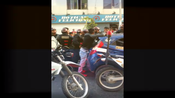 La captura de los sujetos se registró en el cruce de las avenidas Bolognesi y Sáenz Peña, a media cuadra del centro comercial Real Plaza de Chiclayo, en Lambayeque.