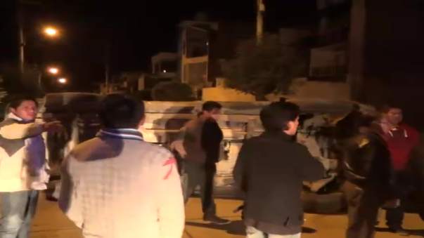 Vecinos y serenos de Huancayo trabajaron en conjunto para evitar un accidente mayor.