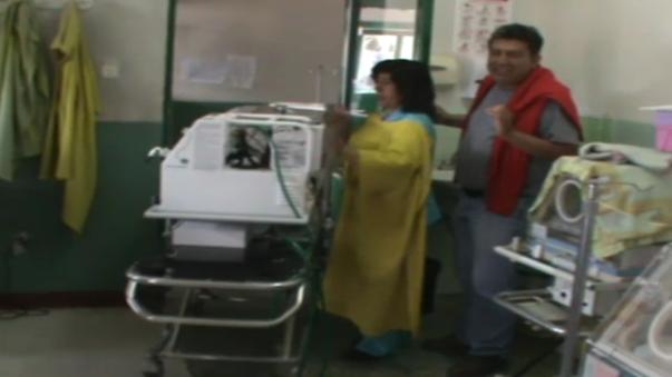 Maquina mantiene al bebé a una temperatura adecuada y tiene equipos adicionales de soporte de vida, según especialistas.