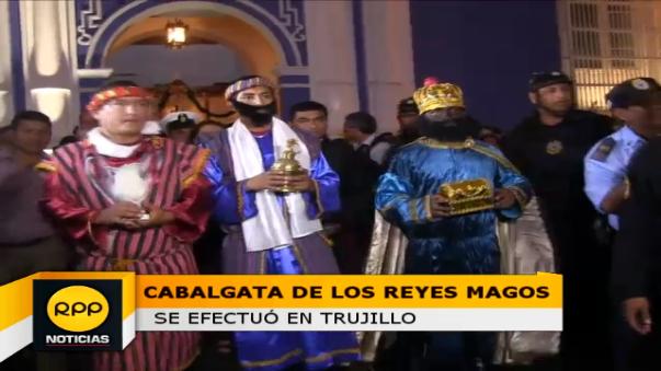 Tradicionales personajes fueron representados por tres miembros de la Policía Montada de Trujillo.