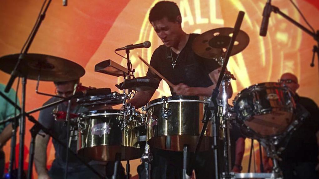 El arreglista peruano habló sobre su exclusión del pasado Latin Grammy.