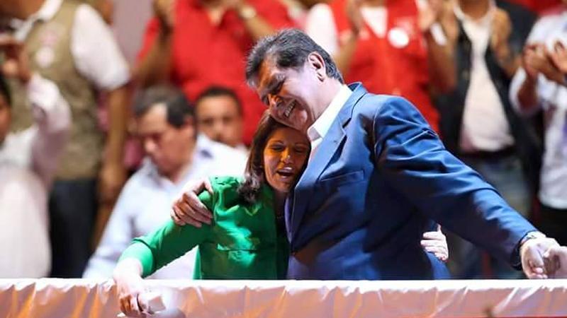 García y Flores en un mitín de la Alianza Popular.