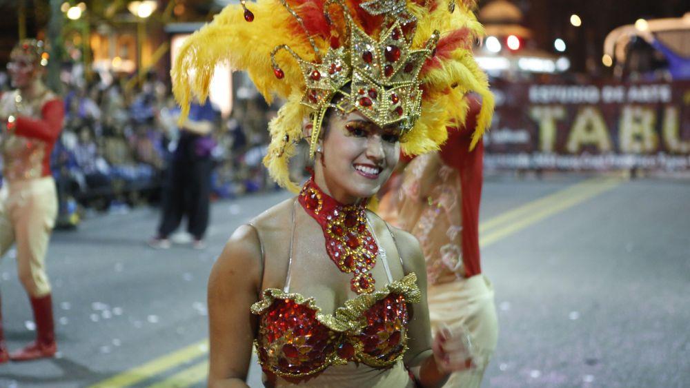 La apertura estuvo a cargo de las reinas de las categorías Escuelas de Samba, Carnaval y Llamadas.
