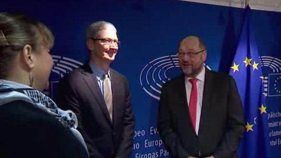 No se confirmó si en la reunión abordaron la investigación abierta por Bruselas al gigante tecnológico estadounidense.