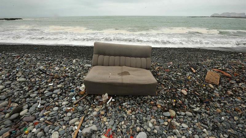 En la última jornada de limpieza de la playa Carpayo se recogió 60 toneladas de desechos en solo tres horas.