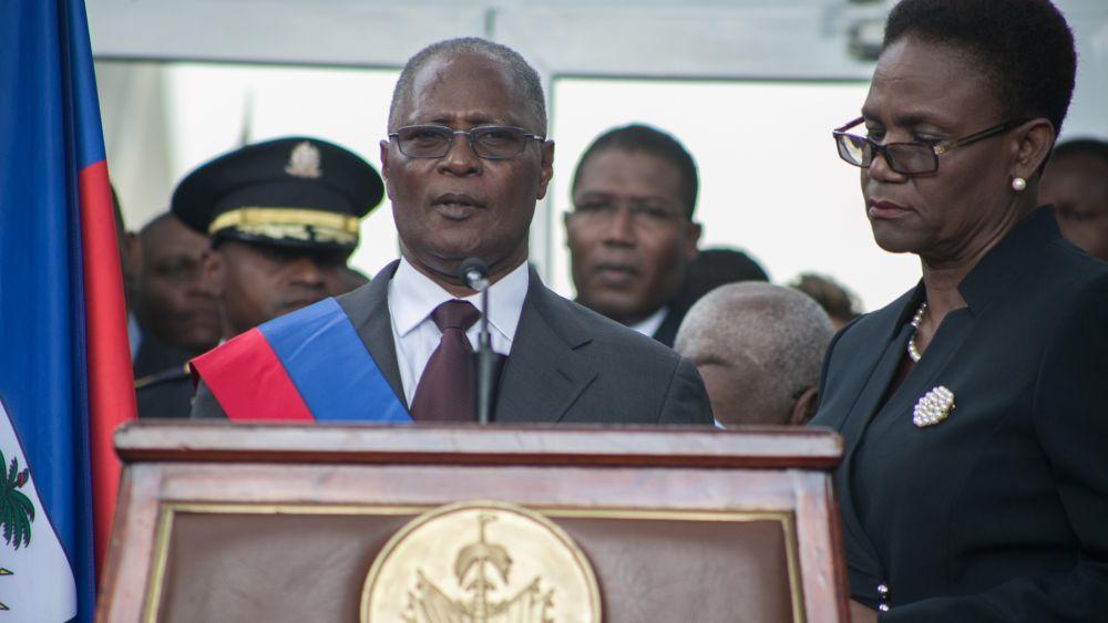 El presidente interino llamó a todos los sectores del país a trabajar unidos para frenar la violencia que sacude a la nación desde hace varias semanas.