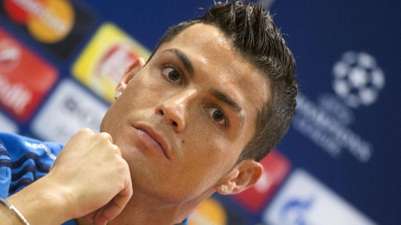 Cristiano Ronaldo se molesta.
