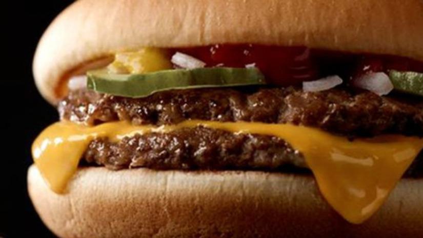Según Dubner, por el costo de esta hamburguesa (1 o 2 dólares) uno obtiene 390 calorías, 23 gramos de proteínas, 7% de fibra diaria, 19 gramos de grasa y 20% de calcio diario, lo que por ley coste-beneficio podría considerarse conveniente.