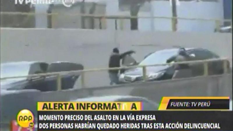Segun testigos los delincuentes usaron pistolas y ametralladoras para perpetrar el asalto.