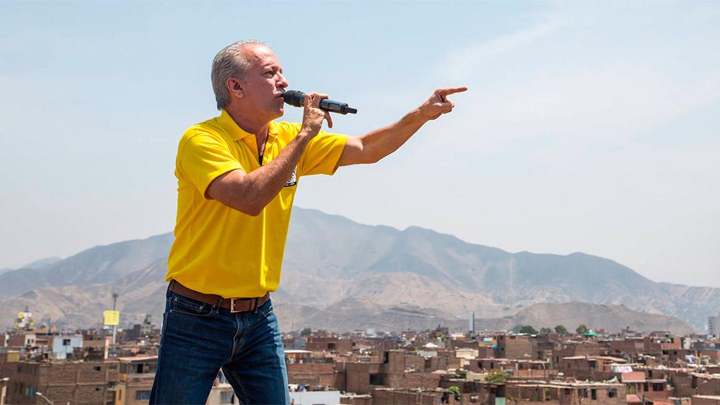 Nano Guerra fue interrumpido cuando daba declaraciones a la prensa.