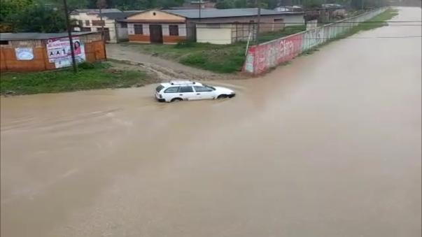 Intensas lluvias inundan calles en Tumbes.