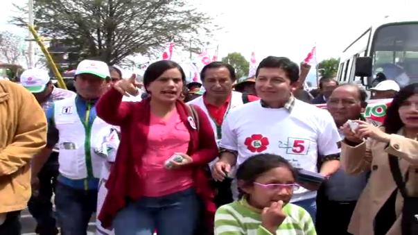 Verónika Mendoza recorrió los mercados de Jauja y Chupaca durante la primera parte de su campaña electoral.
