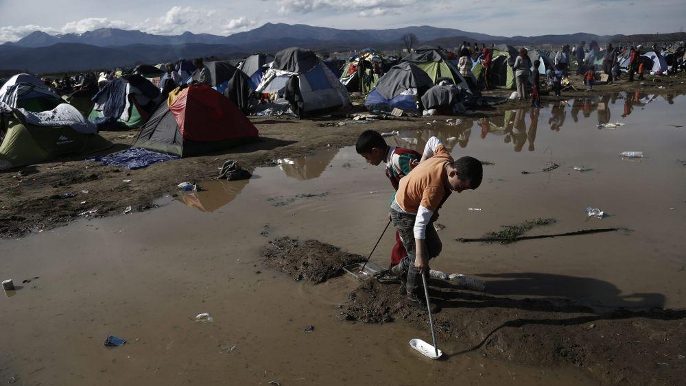 Se teme que la  cifra de refugiados atrapados aumente en los próximos días.