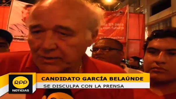 Candidato García Belaúnde se disculpa con la prensa.