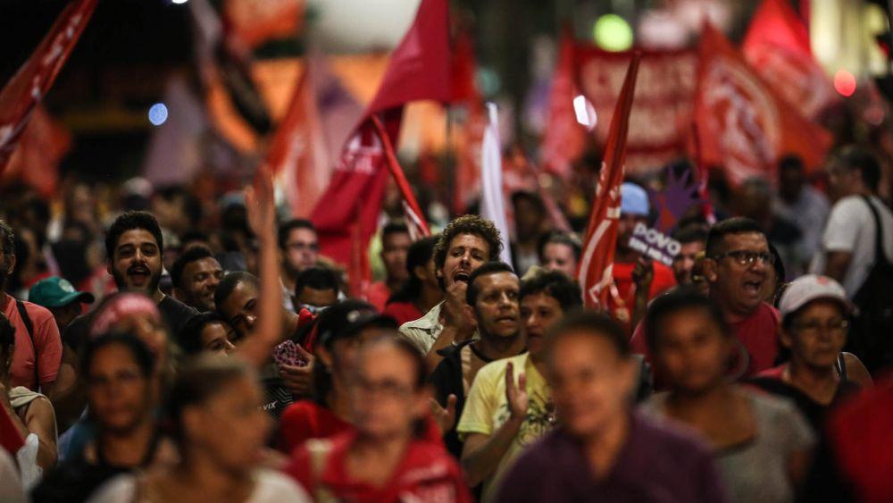 Los manifestantes rechazan el trámite que corre en el Legislativo para el eventual juicio político para destituir a Dilma Rousseff.