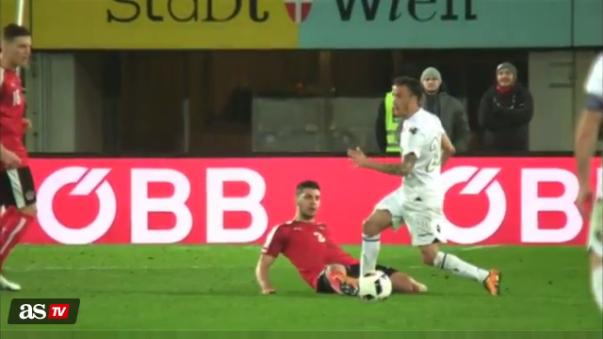 Una escalofriante lesión en el Austria - Albania
