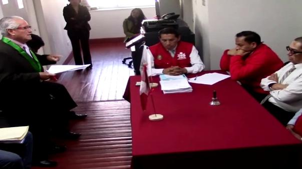 Tras escuchar las versiones de la dos partes, el JEE - Huancayo dejó al voto la suerte de Mauricio Vila.
