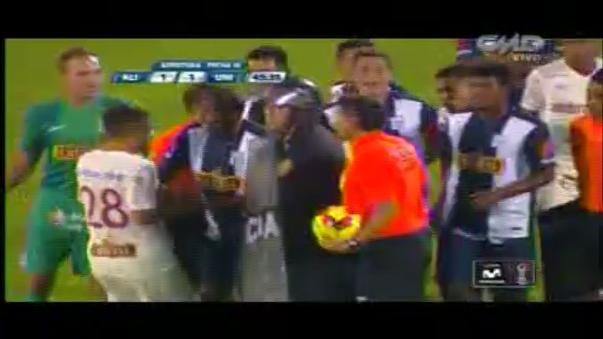 Alianza Lima empataba 1-1 con Universitario de Deportes y el Clásico se suspendió por una bombarda.