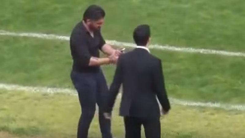 Gennaro Gattuso no ha perdido la agresividad a pesar de ser entrenador.