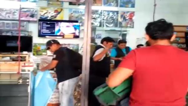 El joven agredió a un efectivo policial y golpeó un vehículo de la PNP.