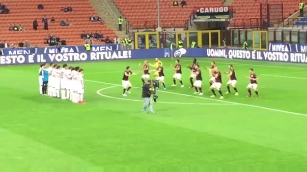 La insólita coreografía de los jugadores del AC Milan