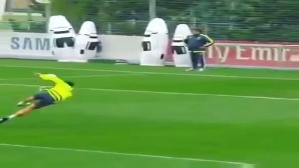 El espectacular gol de volea de James Rodríguez en prácticas del Real Madrid
