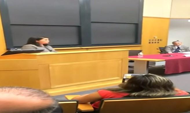 Keiko Fujimori tuvo este lunes una versión opuesta a la que refirió en un conversatorio en Harvard.