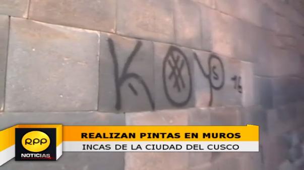 Sujetos desconocidos realizaron grafitis con spray negro en muros de cinco arterías del Centro Histórico del Cusco