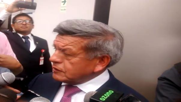 Acuña Peralta reapareció en el ámbito político local y cuestionó propuestas de candidatos.