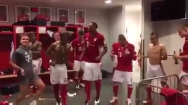 Los jugadores del Bayern Munich armaron la fiesta en el vestuario.