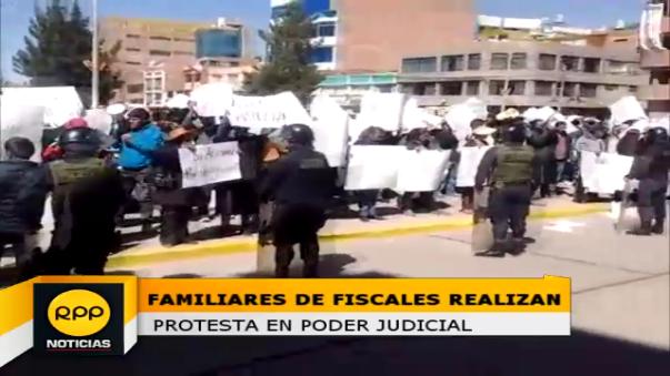 Con carteles en mano los manifestantes alegaban la inocencia de los imputados.