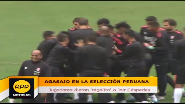 A su estilo, jugadores de la Selección Peruana felicitaron a Jair Céspedes por su cumpleaños.