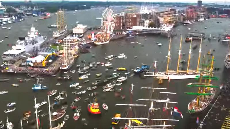 Embarcaciones de todas las épocas, tipos y tamaños participan en el evento que fue viral en YouTube