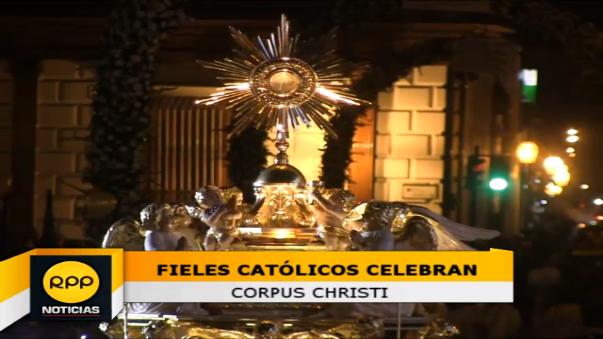 Miles de fieles acompañan solemnidad del Corpus Christi.