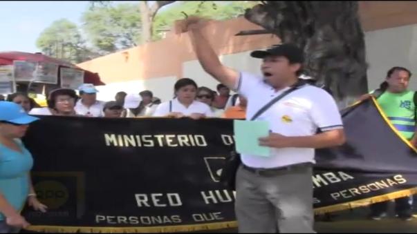 Los trabajadores piden la destitución del director de Salud, Jesús Juárez.