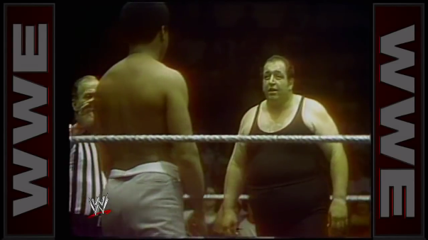 Muhammad Ali entró al ring y enfrentó al gigante Gorila Monsoon.