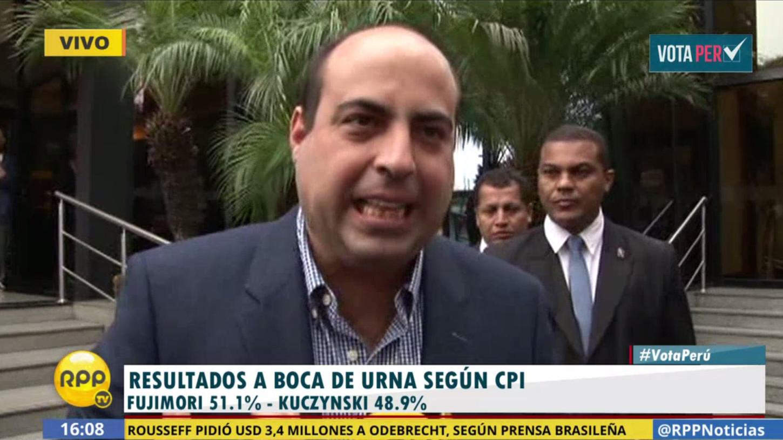 Carlos Spadaro recibió los resultados del boca de urna junto a Keiko Fujimori en el hotel Meliá de San Isidro.
