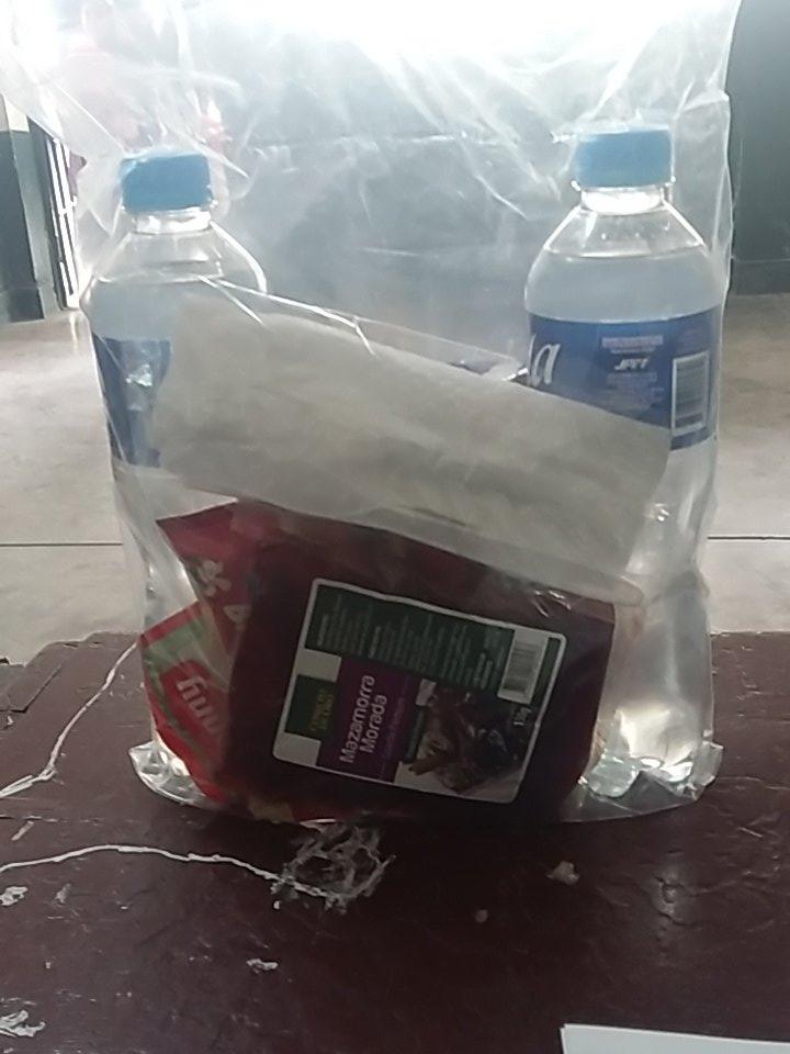 #VotaPerú Miembros de mesa reciben el refrigerio que ofrece la ONPE. http://rpp.pe/