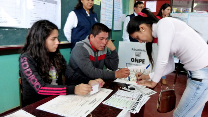#VotaPerú El 95% de las mesas quedaron instaladas antes del mediodía en todo el Perú, informó la ONPE.