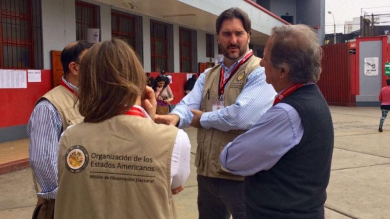 #VotaPerú Observadores de la OEA constatan normalidad en instalación de mesas, refirió Sergio Abreu, jefe de la misión.