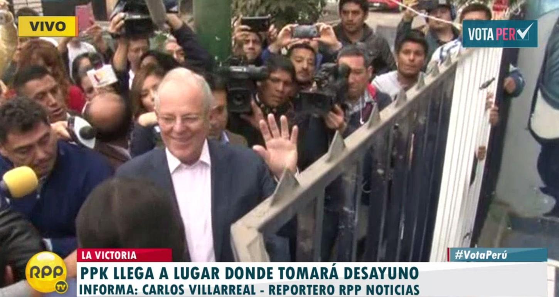 #VotaPerú PPK ya llegó a local donde tomará desayuno en La Victoria